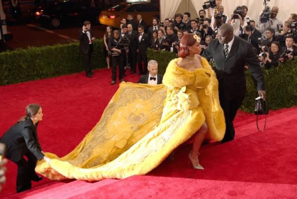 『メットガラ ドレスをまとった美術館』より_1