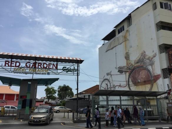 『RED GARDEN』横の壁画