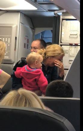 アメリカン航空の「ベビーカー事件」