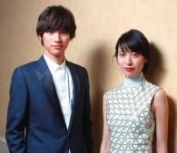 福士蒼汰さん(左)と戸田恵梨香さん