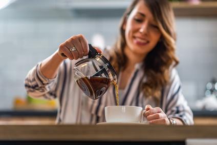 コーヒーを多く飲む人は紫外線によるシミが少ない