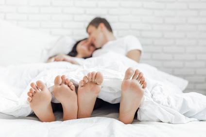 カップル足