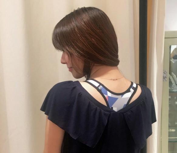 ふんわりとしたデザインの半袖のトップス