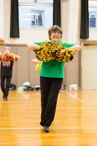 楽しそうに踊る滝野さん。チアダンスには笑顔も大切です