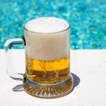 プールサイドのビール