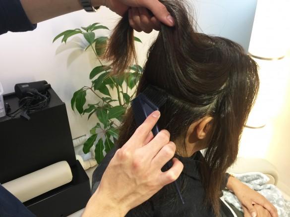 育毛と美髪の専門サロンRESALON スペシャル育毛コース 電解水を頭皮に塗布
