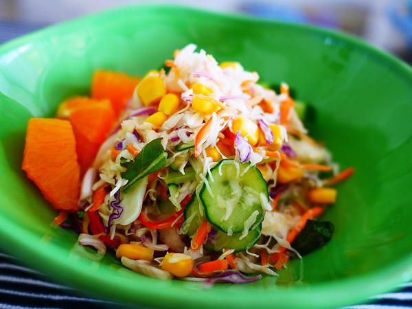 カット野菜がおいしいサラダ 盛り付け1