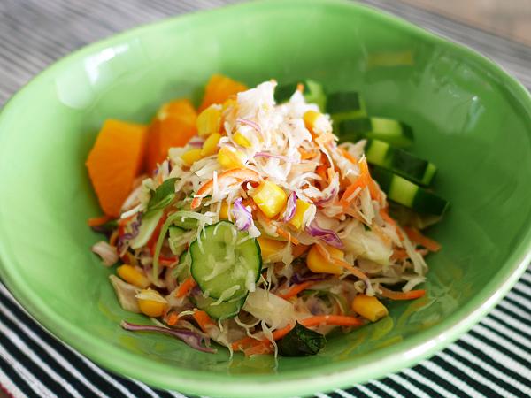 カット野菜がおいしいサラダ 盛り付け2