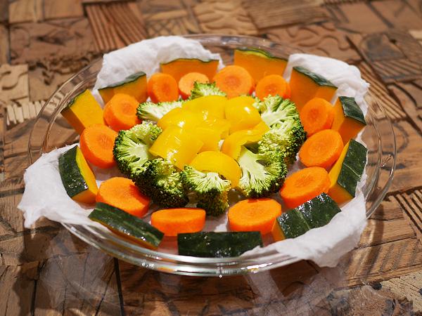 ぬらくるチン 手順2 野菜の並べかた(硬い野菜⇒柔らかい野菜)