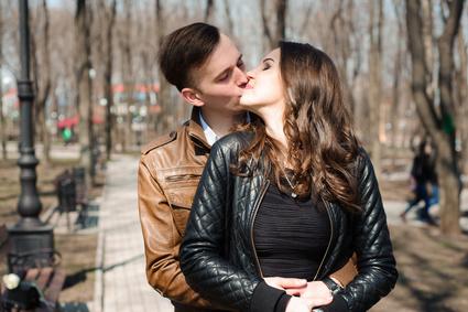 公園でキス