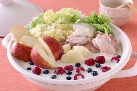 りんごとベリーのオージュ風鶏のクリーム鍋