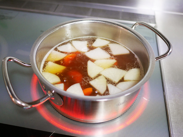 スープ(大根、人参、水、味覇、オイスターソース、みりん)