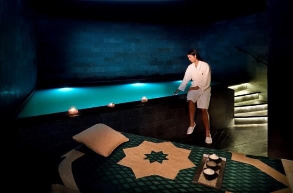 サライスパでは、死海のプールで浮遊体験ができる 写真/JW Marriott Marquis Hotel Dubai