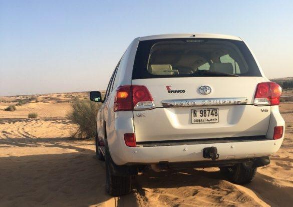 ドライブの前にタイヤの空気を抜いて、砂丘ドライブを楽しみます 写真/編集部