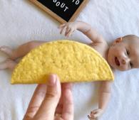 ママ注目!赤ちゃん着せ替えインスタ、食べ物をアレに使って可愛すぎ I