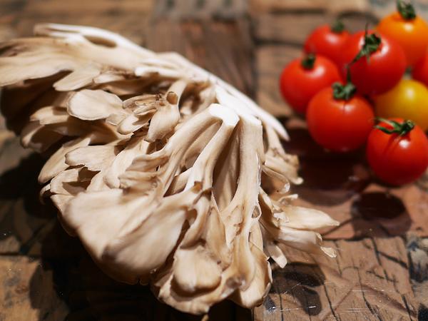 舞茸(マイタケ)「核酸系」と、トマト「アミノ酸系」
