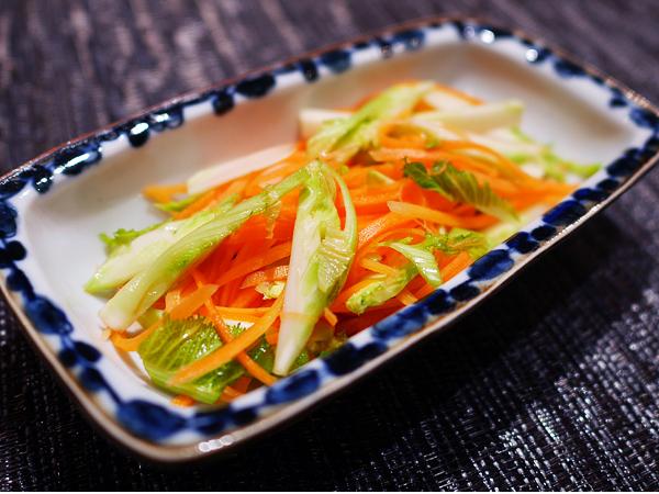 蕾菜(つぼみな)とニンジンのサラダ