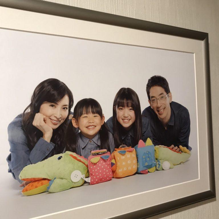「隣の家族は青く見える」小宮山家の家族写真
