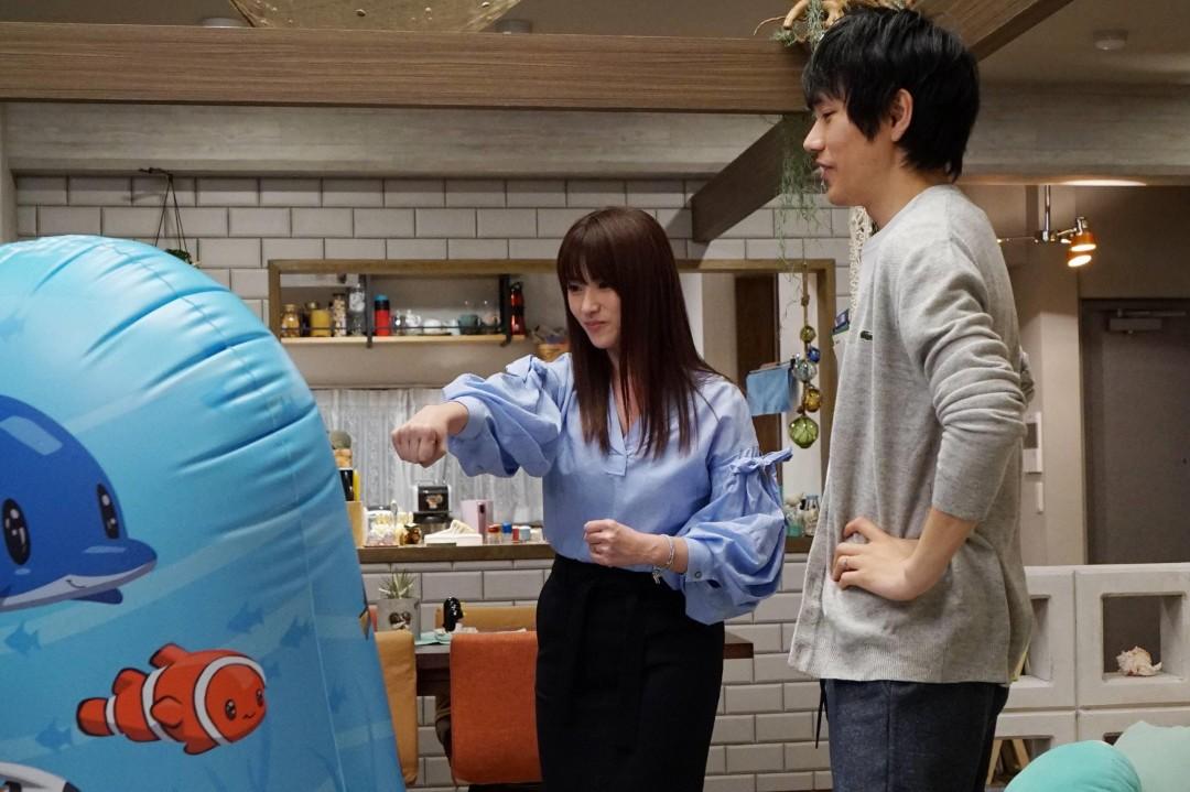 「隣の家族は青く見える」大器(松山ケンイチ)と奈々(深田恭子)