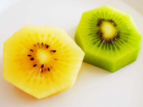 キウイフルーツ グリーン(緑)とサンゴールド(黄)