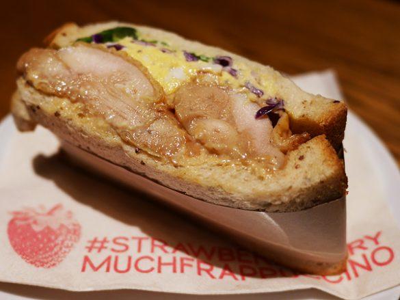 グレイビーチキン&エッグサンドイッチ