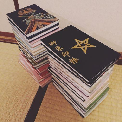 これまでに集めた御朱印帳は30冊!