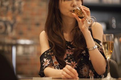 女性の方がアルコール依存症になりやすい