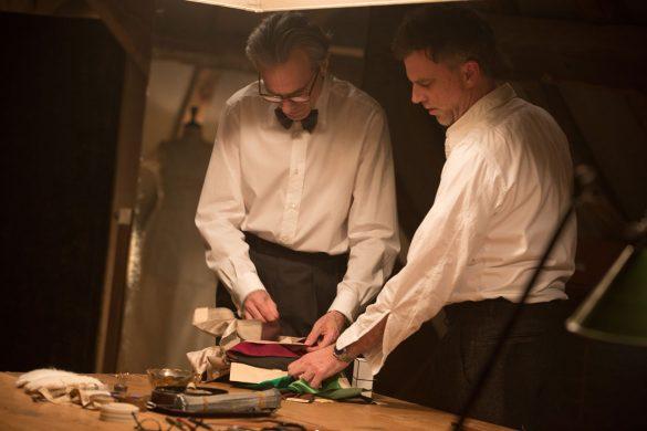 撮影現場のダニエル・デイ=ルイス(左)とポール・トーマス・アンダーソン監督