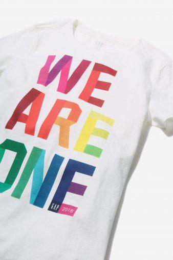 """GapのプライドチャリティT シャツ""""WE ARE ONE"""""""