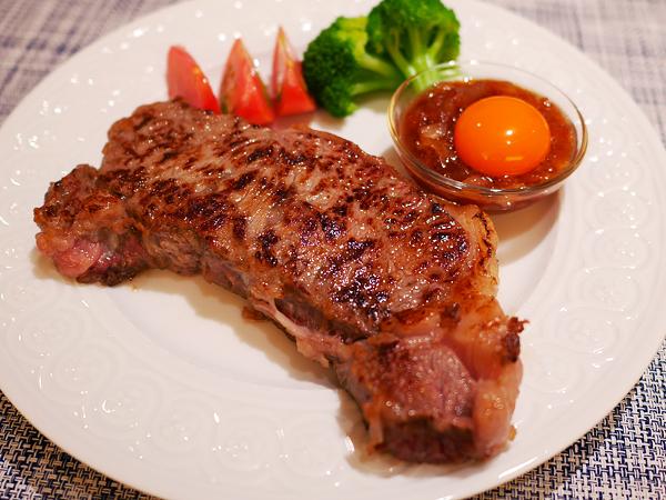 ステーキ(2センチ厚切り肉・レア)