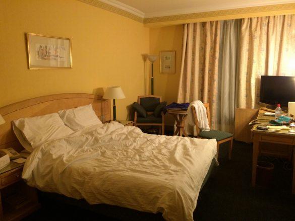 カイロ(乗り継ぎ客用の無料ホテルの客室)