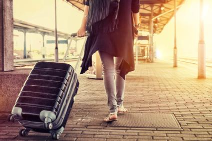 鉄道一人旅の女性