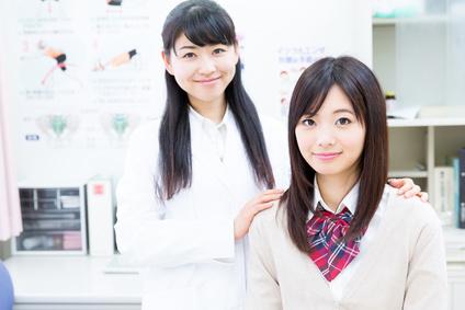 女子学生と女性医師