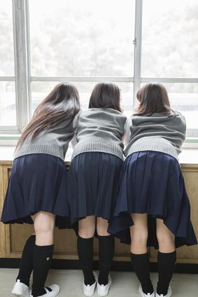 休憩時間の女子中学生達