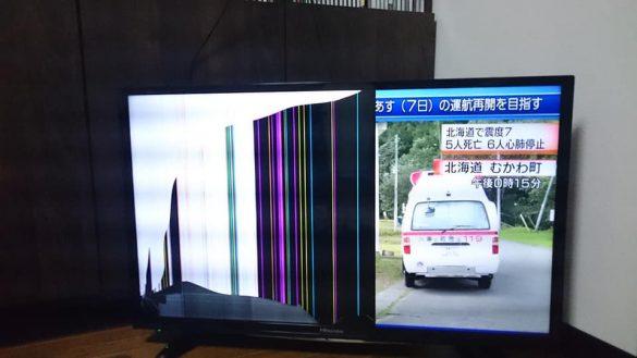 地震でテレビが落下。画面がこんなことに…