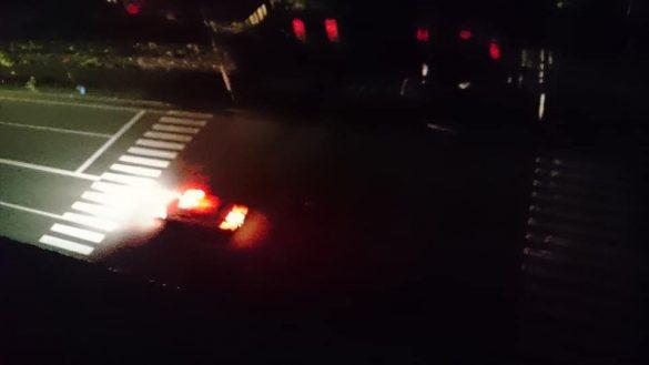 地震直後、マンションの窓から撮影した通り。信号が消えている