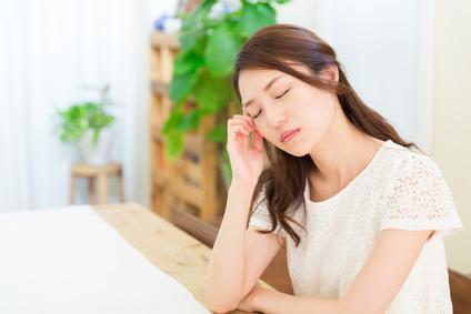 生理前や生理中に偏頭痛が出やすい