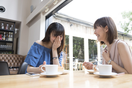 カフェで談笑