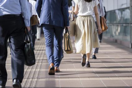 都会の人はよく歩く