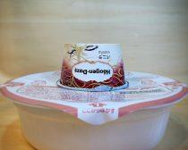 カップ麺の蓋の上でアイスを温める【3】