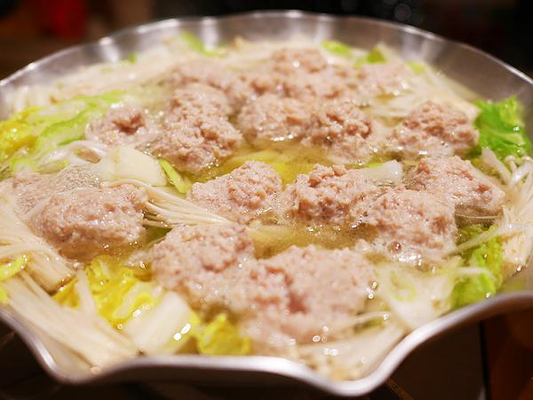 パサパサしない、ふわふわジューシー肉団子の作り方。鍋料理で大