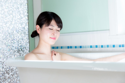 ぬるめのお湯にゆったり浸かると安眠につながる