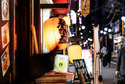 居酒屋・スマートフォン・繁華街