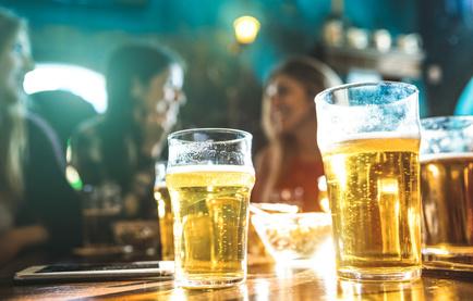 パブ、ビール、女性