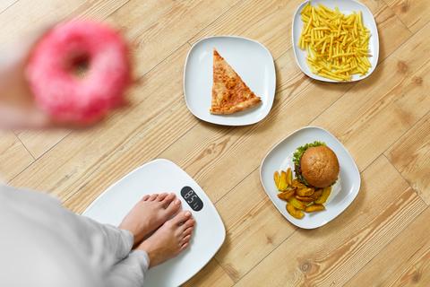 暴飲暴食と体重計