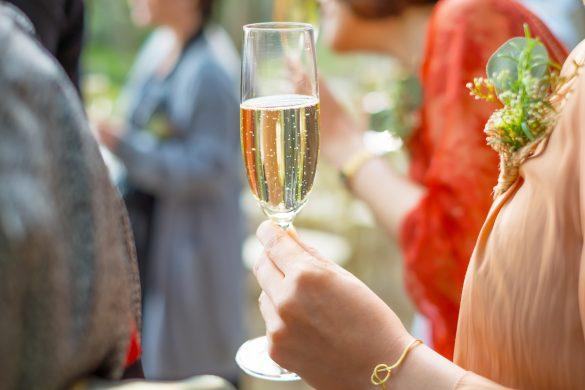 結婚式、客の乾杯