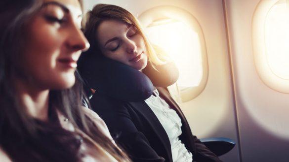 飛行機 機内 シート旅行客女性