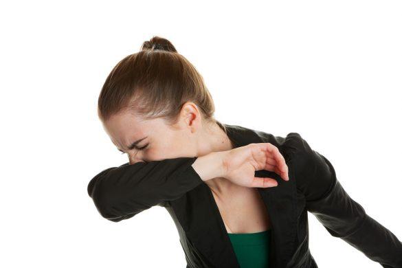 咳くしゃみは肘の内側にするのが国際的にやられている正しい方法