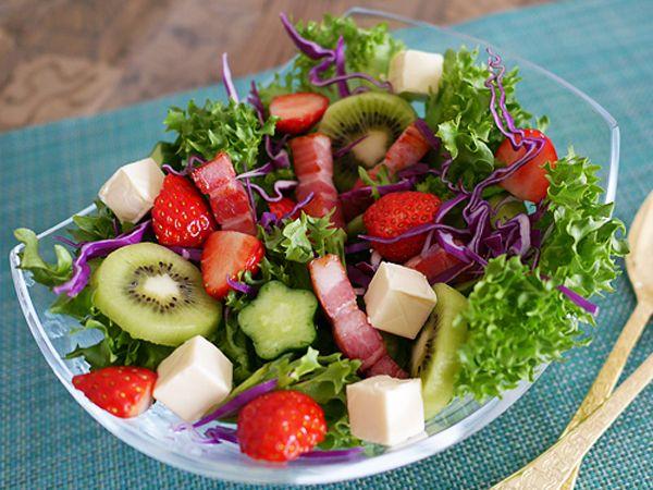 イチゴ サラダ