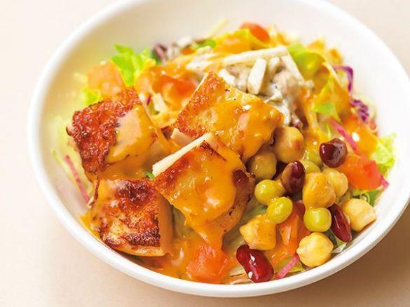 グリルチキンと根菜のパワフルサラダ/ガスト